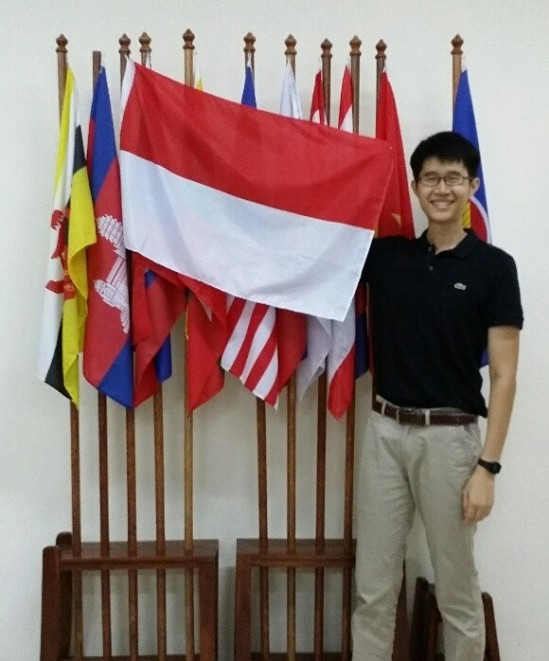 Spending a semester in a Southeast Asian country is uncommon among NUS students. Here I am posing with the Merah Putih, the Indonesian national flag.